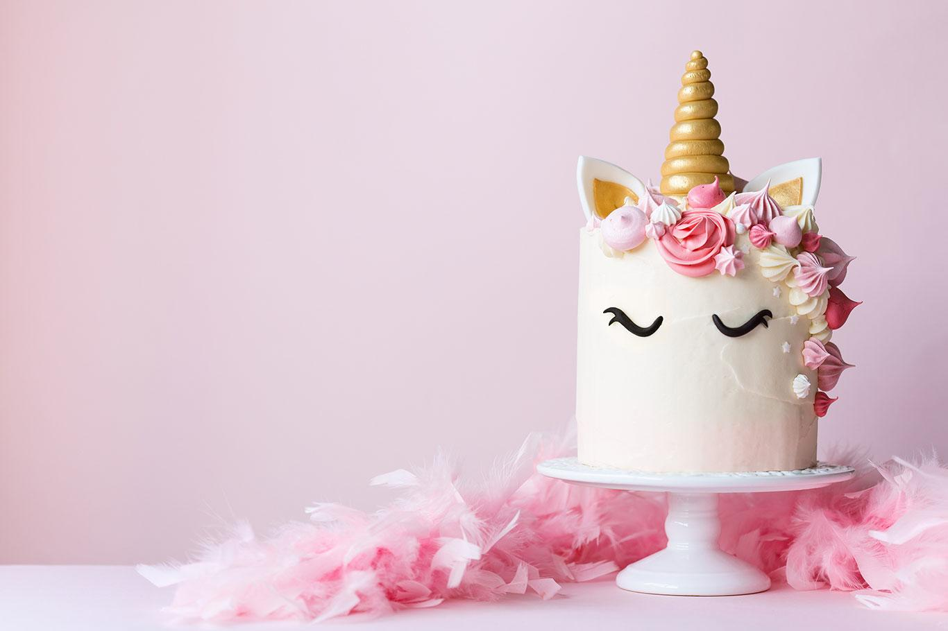 unicorn-cake-with-pink-frosting